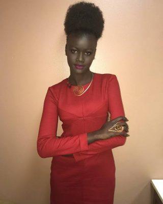 Khoudia Diop en robe rouge